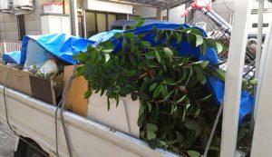 大阪市内でテレビ台、スチール棚など回収の写真1