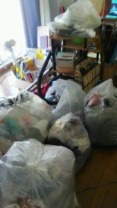 東成区にてカーテン、物干しなどの回収1