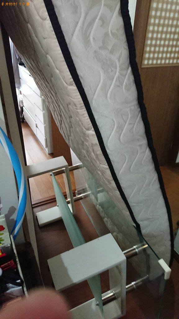 ガラステーブル、シングルベッドマットレスの回収