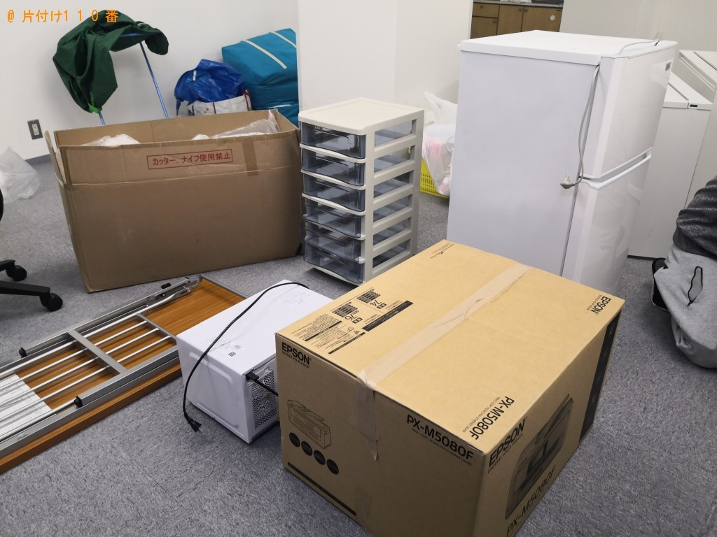 【大阪市西区】冷蔵庫、電子レンジ、事務机、キャビネット等の回収