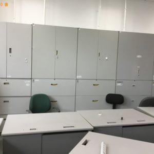 【大阪市北区】PCデスク、キャビネット、シュレッター等の回収