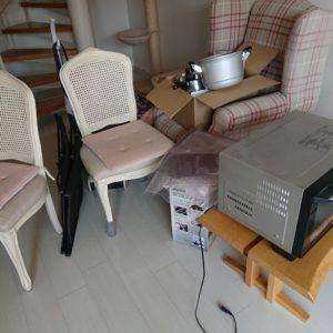 【豊中市】ソファー、椅子、食器、掃除機、電子レンジ等の回収・処分