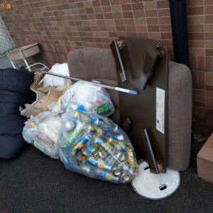 【茨木市中総持寺町】ガラステーブル、衣装ケース、椅子等の回収