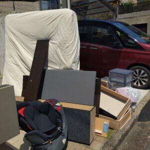 【枚方市菊丘町】マットレス付きクイーンベッド、収納ケース等の回収